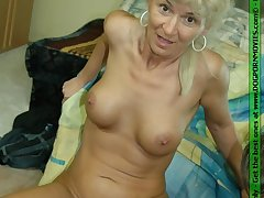 Mature housewife getting fucked wits a horny dog